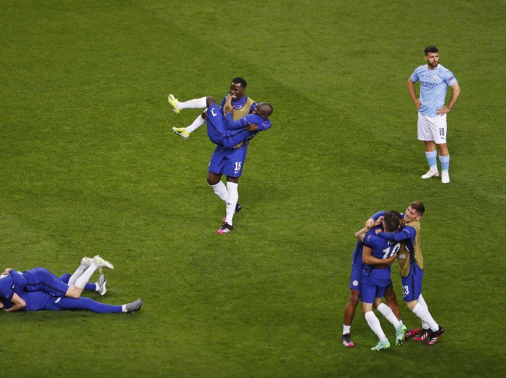 Chelsea Juara Liga Champions, Kante Diangkat-angkat