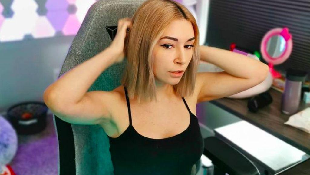 Gamer Cantik di Twitch yang Telanjang di OnlyFans