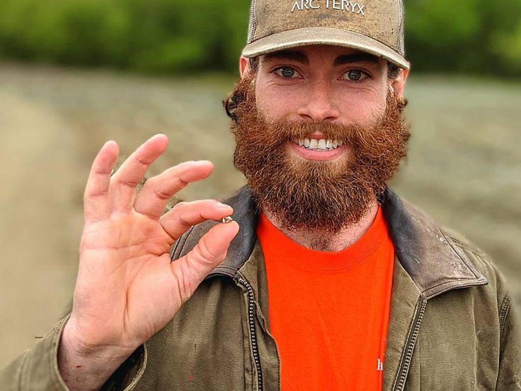 Pria Ini Wujudkan Obsesi Sejak ABG Bikin Cincin Kawin dari Nambang Sendiri