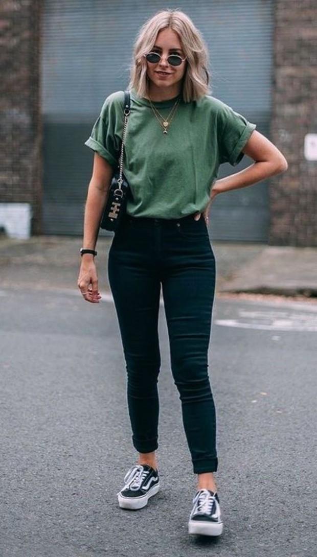 Hight waist jeans with basic tee