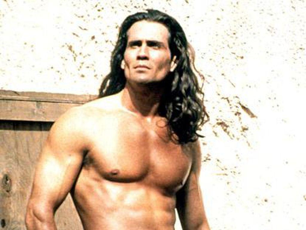Aktor Tarzan Joe Lara Meninggal Dunia Dalam Kecelakaan Pesawat