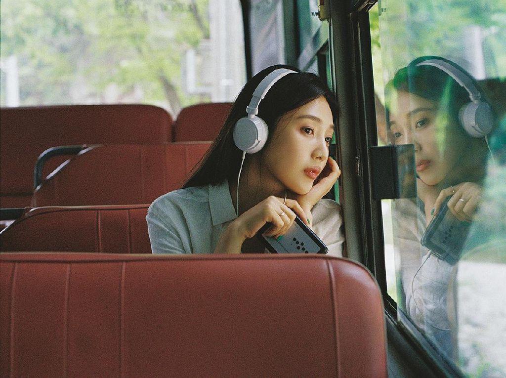JOY Red Velvet Pancarkan Energi Ceria Lewat Hello