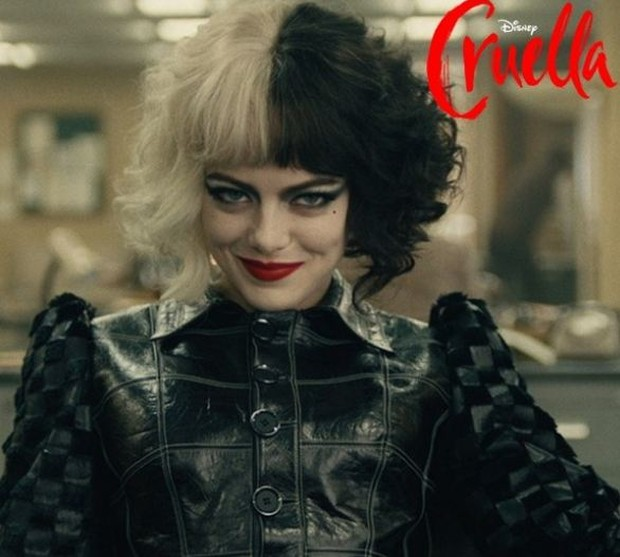 Karakter Cruella de Ville yang diperankan oleh Emma Stone.