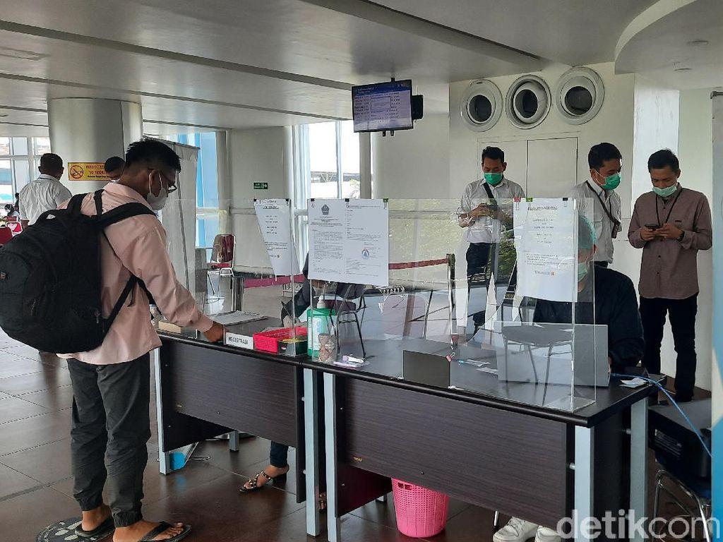 Sudah Vaksin 2 Dosis Kan? Naik Pesawat di Jawa-Bali Tak Perlu Lagi PCR