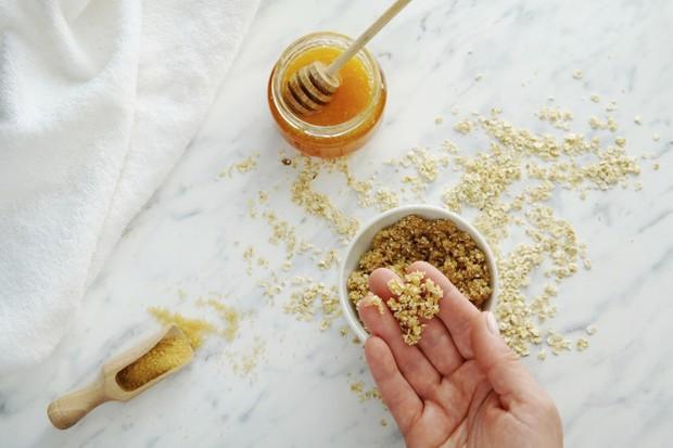 Madu dan gula dapat dijadikan sebagai scrub untuk bibir/freepik.com