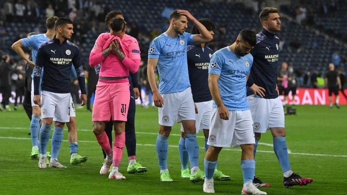 Manchester Citys players react at the end of the UEFA Champions League final football match between Manchester City and Chelsea FC at the Dragao stadium in Porto on May 29, 2021. (Photo by David Ramos / various sources / AFP)