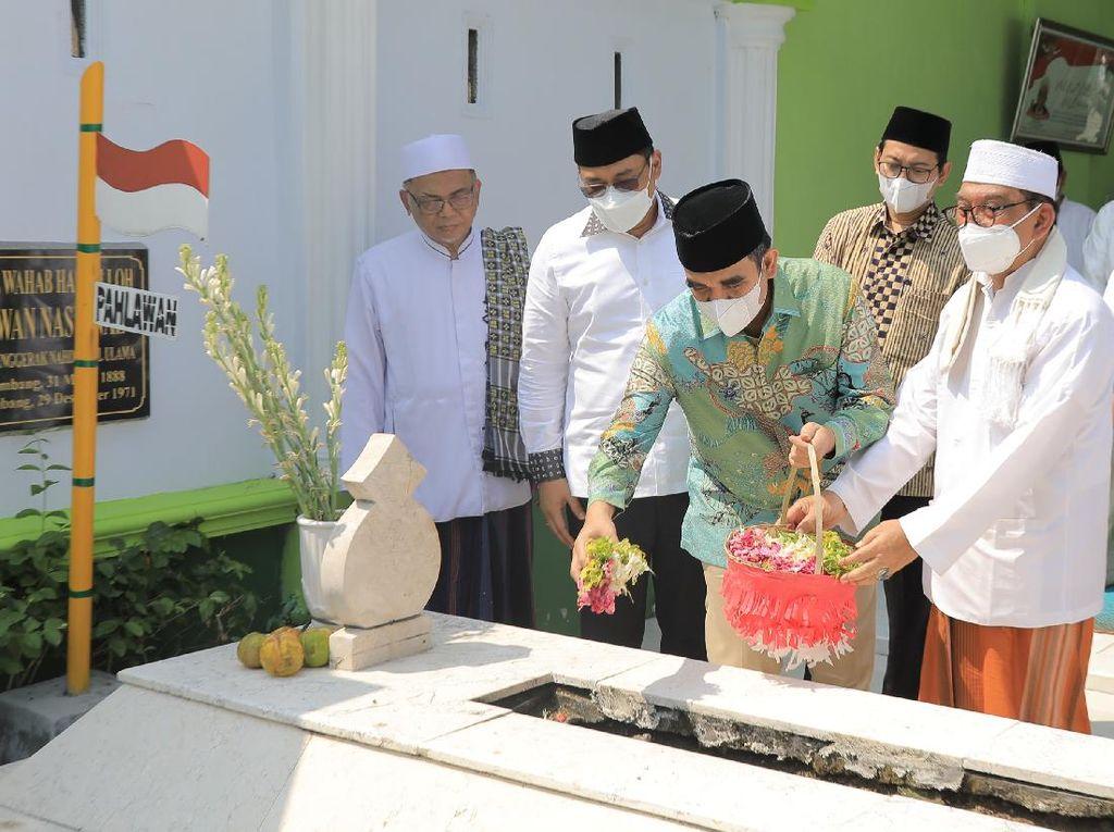 Sekjen Gerindra Ziarah ke Makam Pendiri NU KH Abdul Wahab Hasbullah