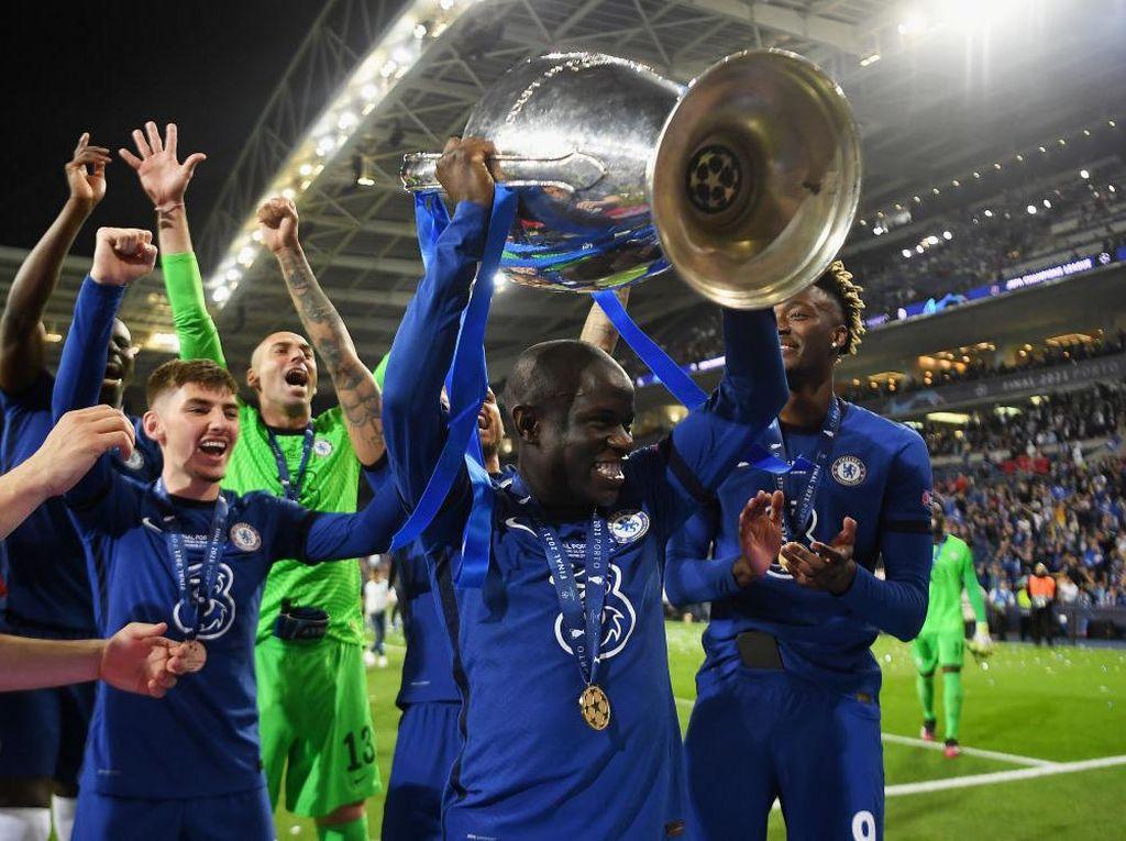 Kebaikan Kante Lainnya: Izinkan Fans Pakai Medali Liga Champions-nya