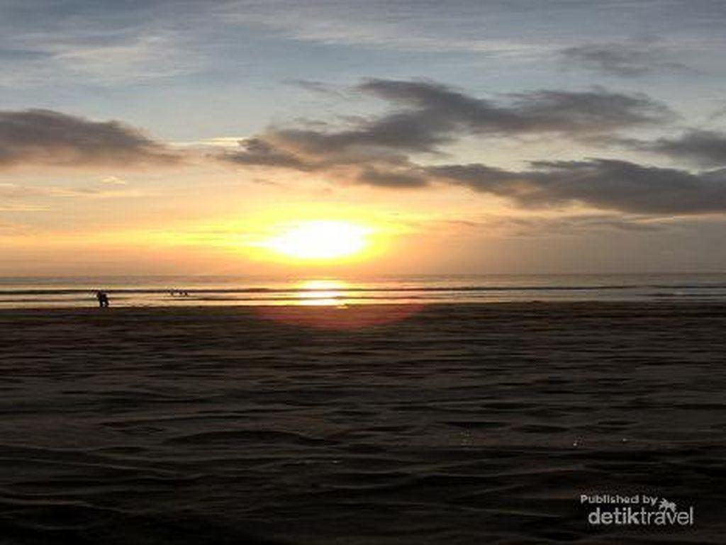 Pesona Sunset di Pantai Double Six Bali, Sunsetnya Juara
