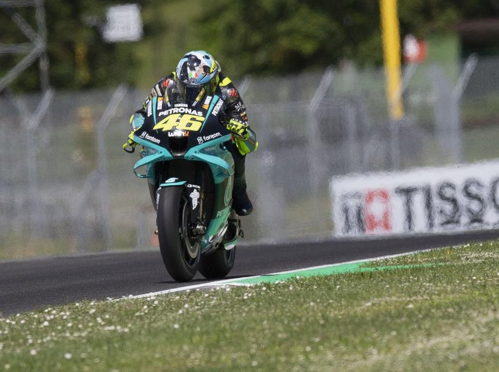 Valentino Rossi Akhirnya Finis 10 Besar, tapi Tak Gembira karena...