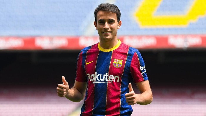 BARCELONA, SPAIN - JUNE 01: Eric Garcia reacts whilst posing for a photograph as he is presented as a FC Barcelona player at Camp Nou stadium on June 01, 2021 in Barcelona, Spain. (Photo by David Ramos/Getty Images)