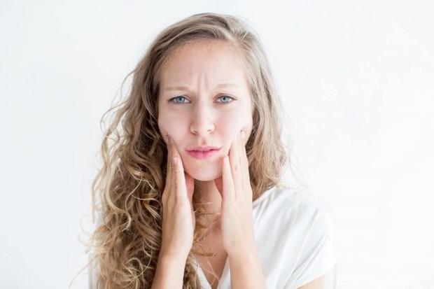 Ilustrasi efek samping retinol yang dapat meningkatkan sensitifitas kulit terhadap matahari/freepik.com