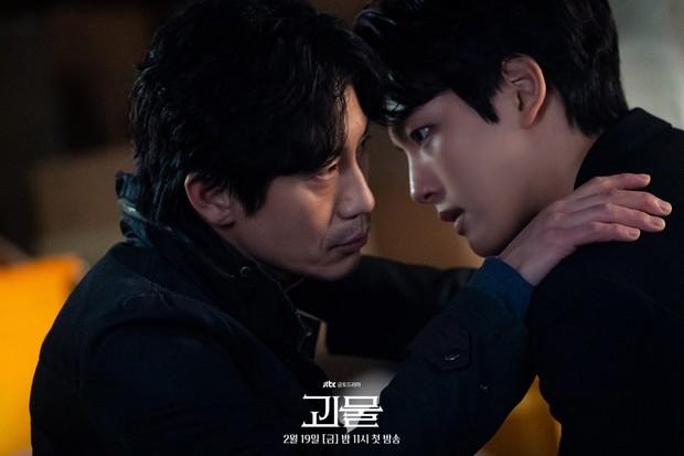 Shin Ha-Kyun beradu akting dengan Yeo Jin-Goo di Beyond Evil