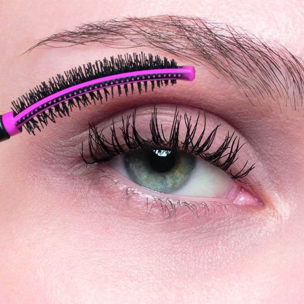 Membuat bulu mata lebih terangkat dan mengembang pada hasil akhir.