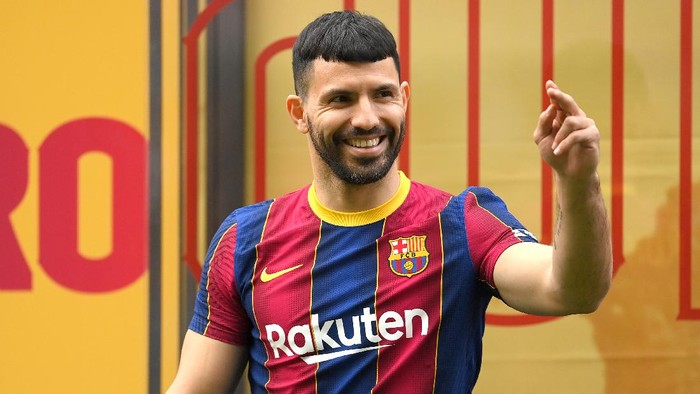 BARCELONA, SPAIN - MAY 31: Sergio Aguero reacts as he is presented as a Barcelona player at the Camp Nou Stadium on May 31, 2021 in Barcelona, Spain. (Photo by David Ramos/Getty Images)