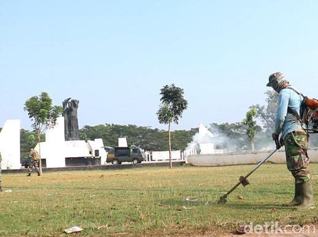 Peringati Hari Lahir Pancasila, TNI Karawang Bebersih Tempat Sejarah