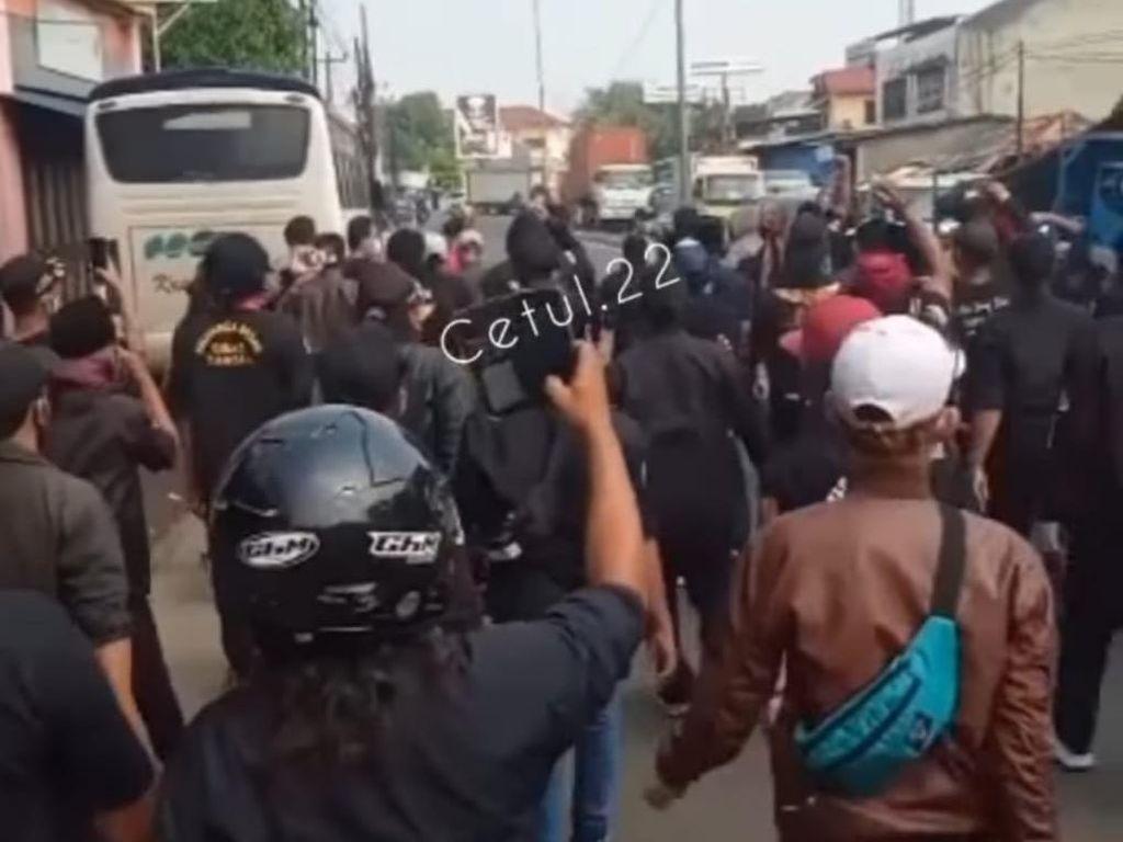 2 Kelompok Ormas di Bekasi Bentrok Gegara Rebutan Limbah Pabrik