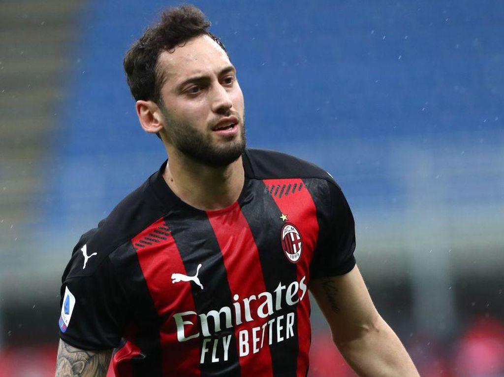 Hakan Calhanoglu Segera Tinggalkan AC Milan