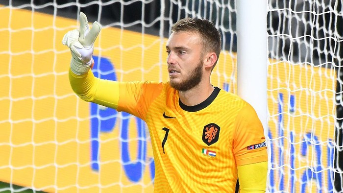 BERGAMO, ITALY - OCTOBER 14: Jasper Cillessen of Netherlands  gestures during the UEFA Nations League group stage match between Italy and Netherlands at Stadio Atleti Azzurri dItalia on October 14, 2020 in Bergamo, Italy. (Photo by Alessandro Sabattini/Getty Images)