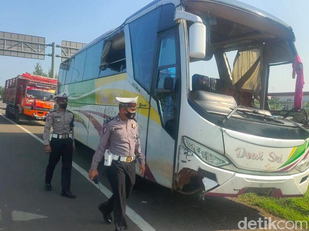 Polisi Buru Sopir Bus Terguling di Cipali Tewaskan Satu Penumpang