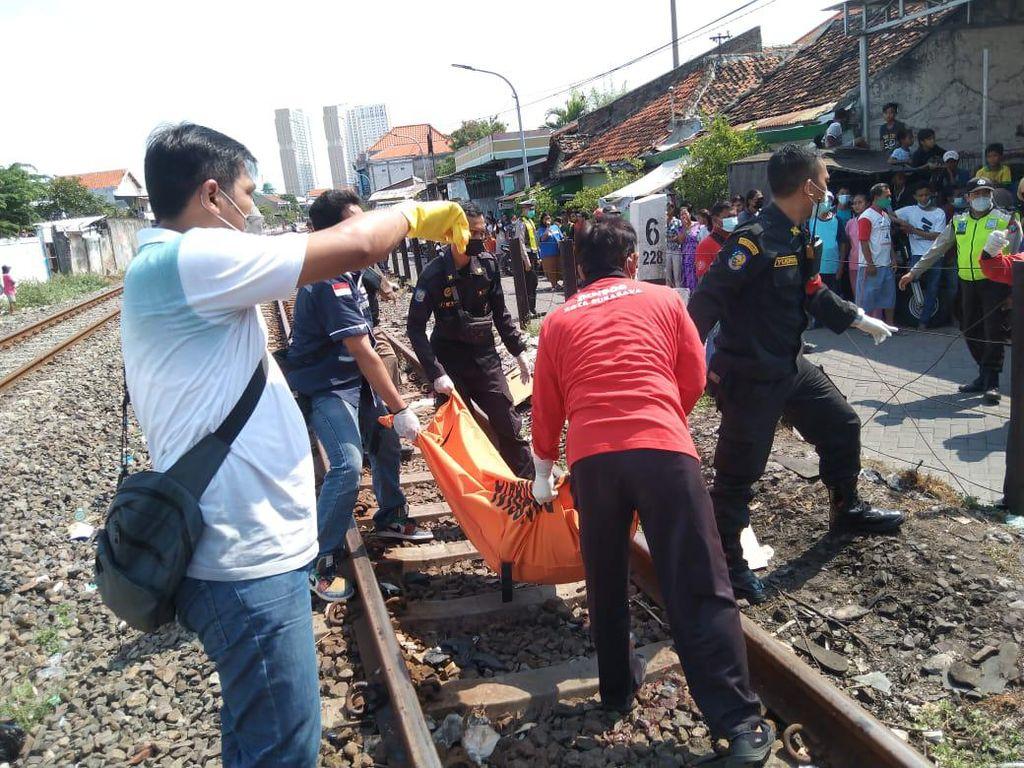 Wanita di Surabaya Tewas Tertabrak Kereta
