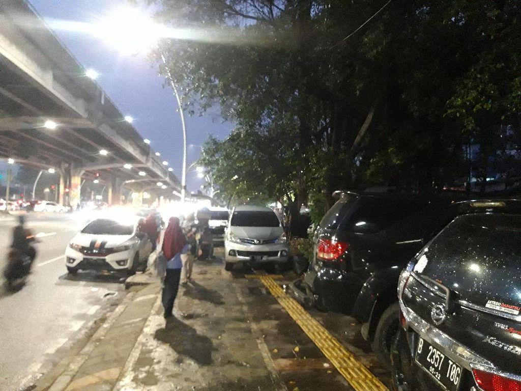 Cegah Parkir Liar, Pemkot Jakpus Akan Pasang Barier di Trotoar Rawasari