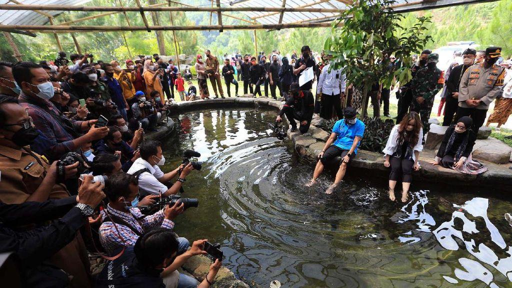 Momen Menteri Pariwisata Kunjungi Desa Wisata Cibuntu