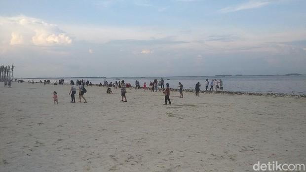 Pantai Pasir Putih PIK 2 / Sumber : travel.detik.com