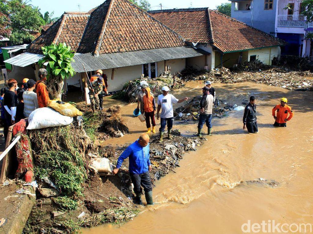 Imbas Tanggul 3 Meter di Bandung Jebol, Ratusan Rumah Terdampak!