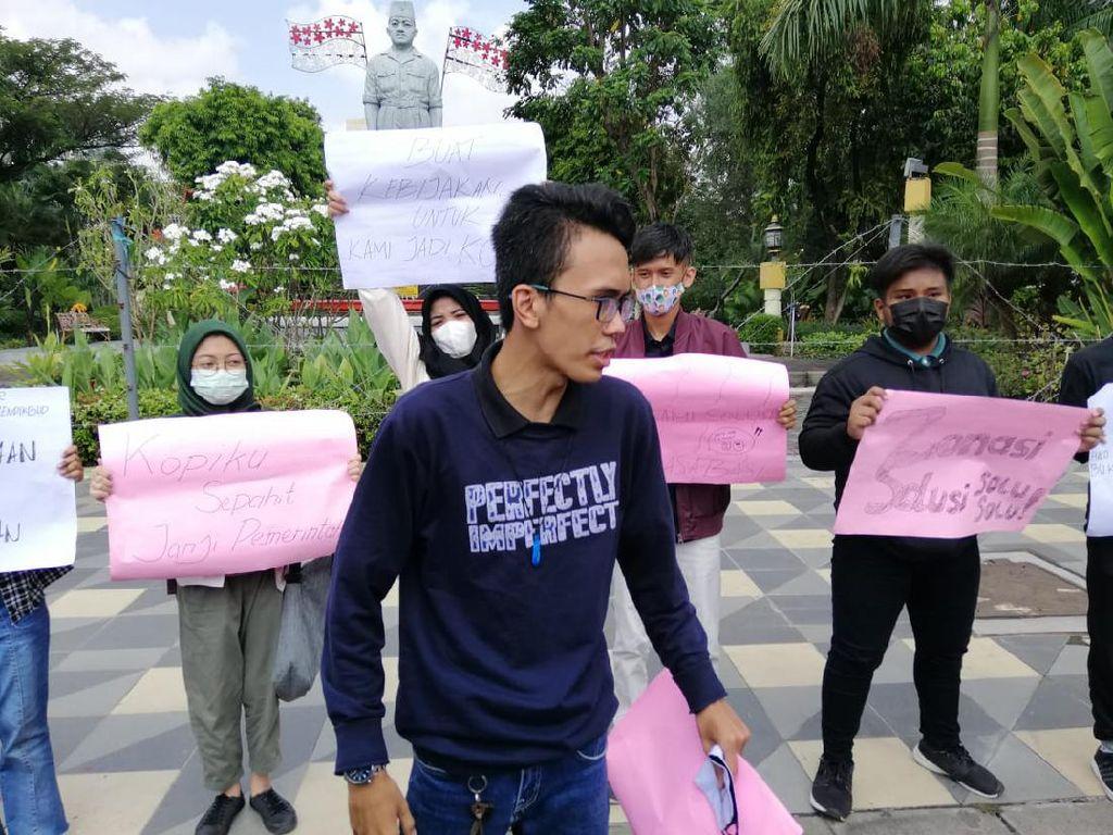 Aliansi Pelajar di Surabaya Demo Tolak Zonasi PPDB 2021