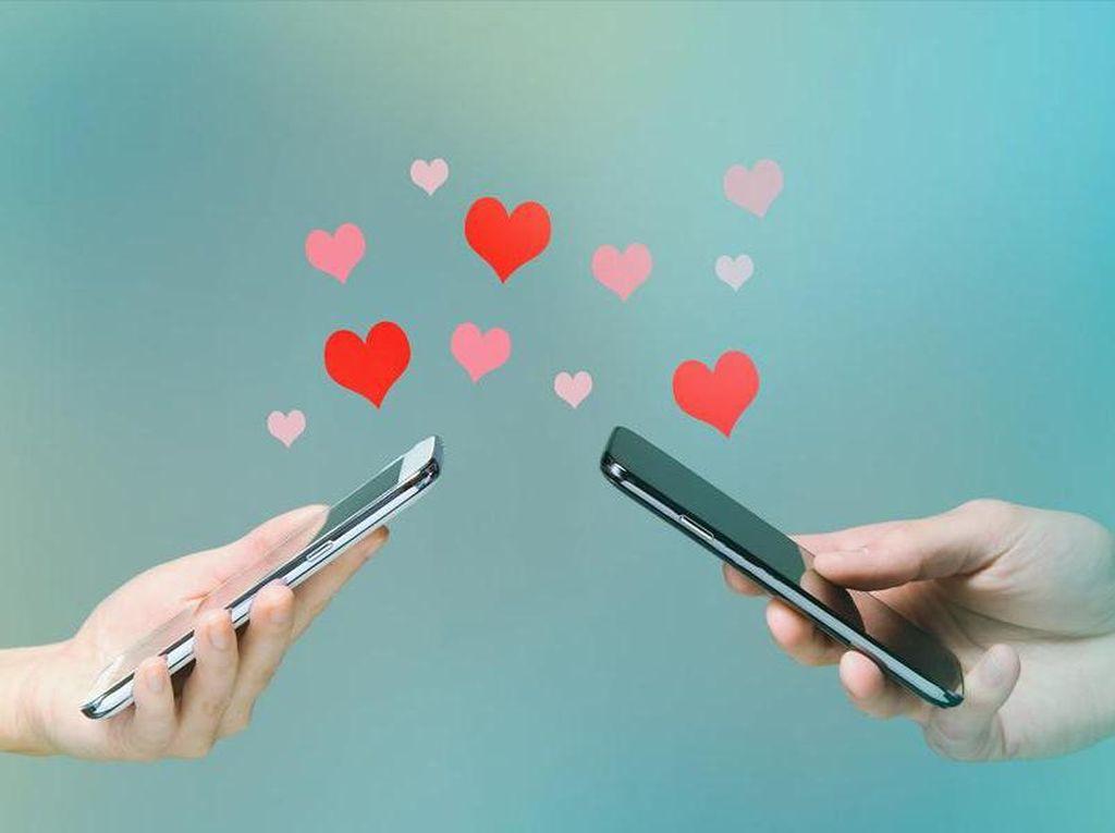 Hubungan Cinta Pengguna Android Lebih Baik Ketimbang iPhone