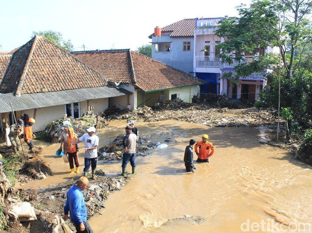 Tanggul Jebol di Bandung, BPBD: 500 Rumah-Seribu Warga Terdampak