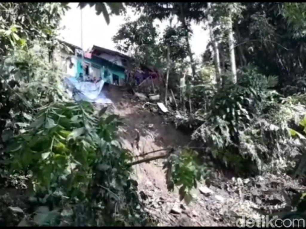 Tebing 30 Meter Longsor di Tasikmalaya, 2 Rumah Rusak