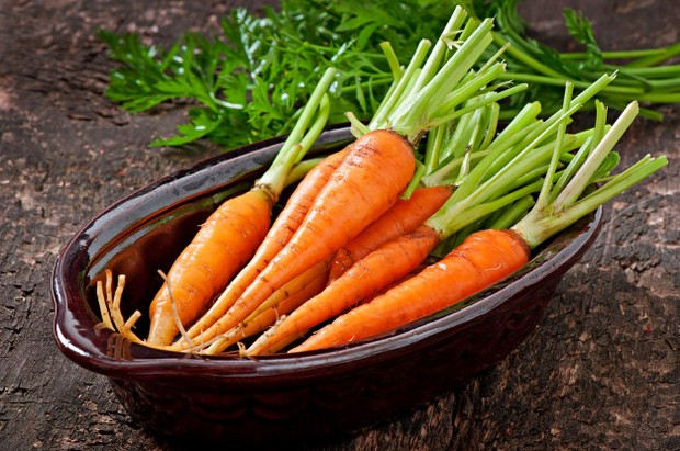 Wortel mengandung vitamin C yang memiliki sifat penyembuhan. Beta-karoten dalam wortel juga bisa mengurangi peradangan kulit sehingga mempercepat proses penyembuhan kulit sensitif.