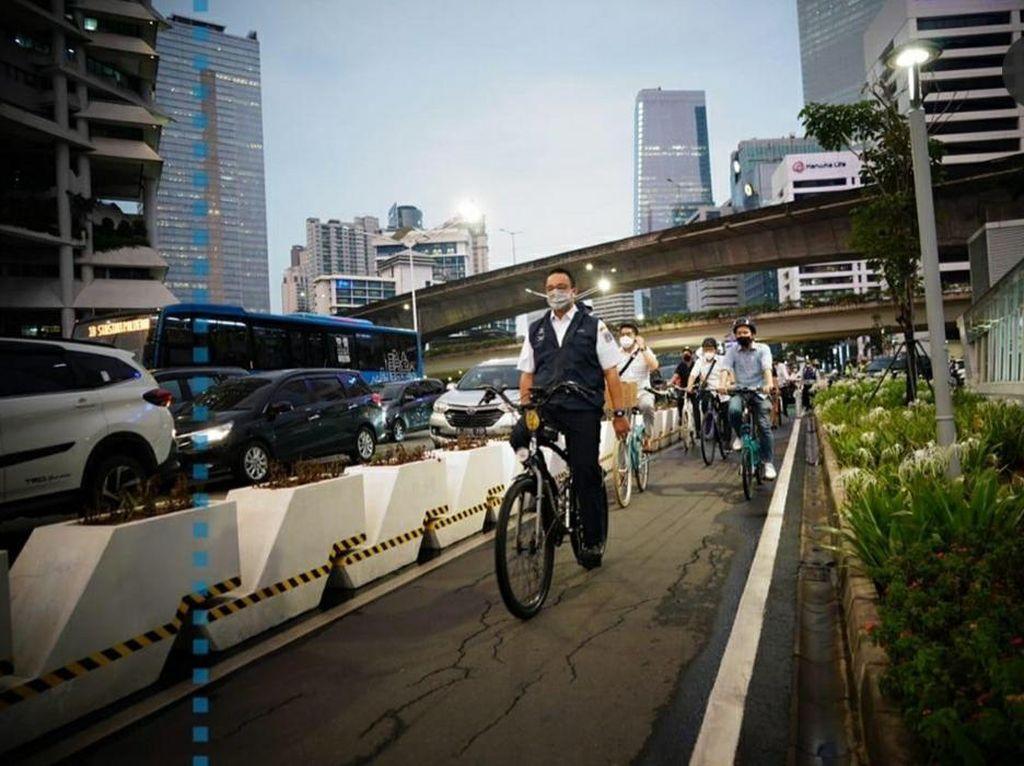 Anies Minta Pemotor Hormati Pesepeda: Naik Sepeda Lebih Berisiko Lho