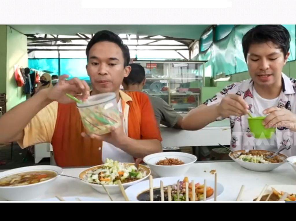 Bikin Laper! Anwar Bab Makan Kenyang Nasi Goreng Kambing Legendaris