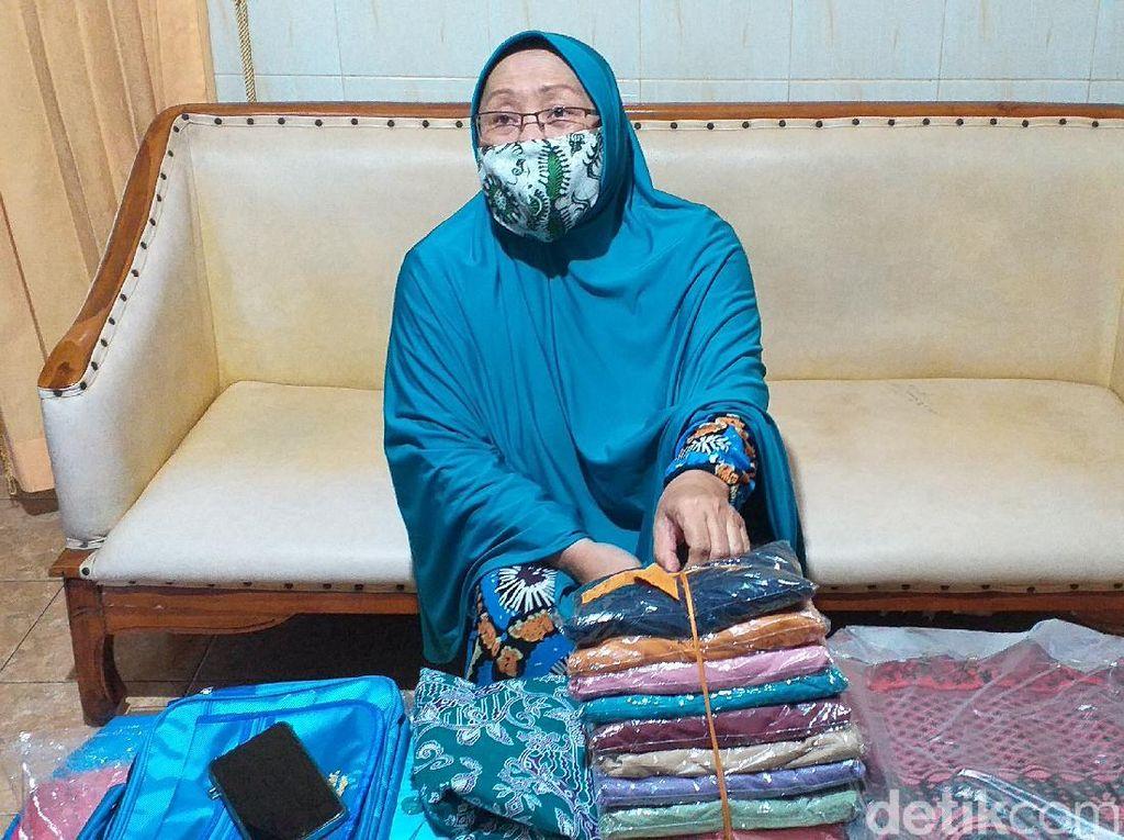 Calon Jemaah Haji Surabaya Ikhlas Gagal Berangkat Meski Sudah Beli Oleh-oleh