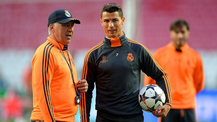 LISBON, PORTUGAL - MAY 23:  Head Coach, Carlo Ancelotti of Real Madrid speaks with Cristiano Ronaldo of Real Madrid during a Real Madrid training session ahead of the UEFA Champions League Final against Club Atletico de Madrid at Estadio da Luz on May 23, 2014 in Lisbon, Portugal.  (Photo by Michael Regan/Getty Images)