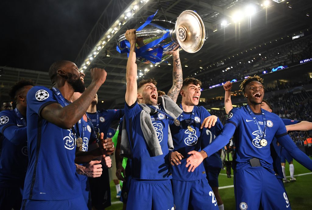PORTO, PORTUGAL - MAY 29: Christian Pulisic of Chelsea celebrates with the Champions League Trophy alongside teammates Antonio Ruediger, Kai Havertz and Tammy Abraham following their team's victory during the UEFA Champions League Final between Manchester City and Chelsea FC at Estadio do Dragao on May 29, 2021 in Porto, Portugal. (Photo by David Ramos/Getty Images)