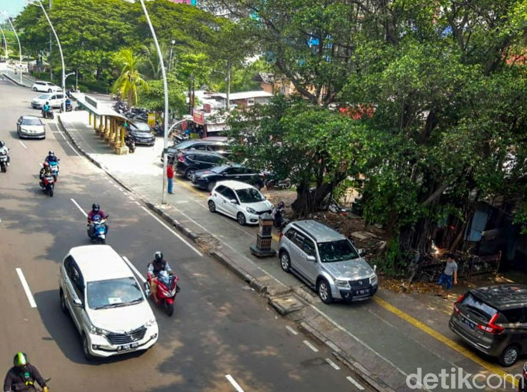 Suara Pedestrian di Trotoar Rawasari: Parkir Liar Ganggu Banget!