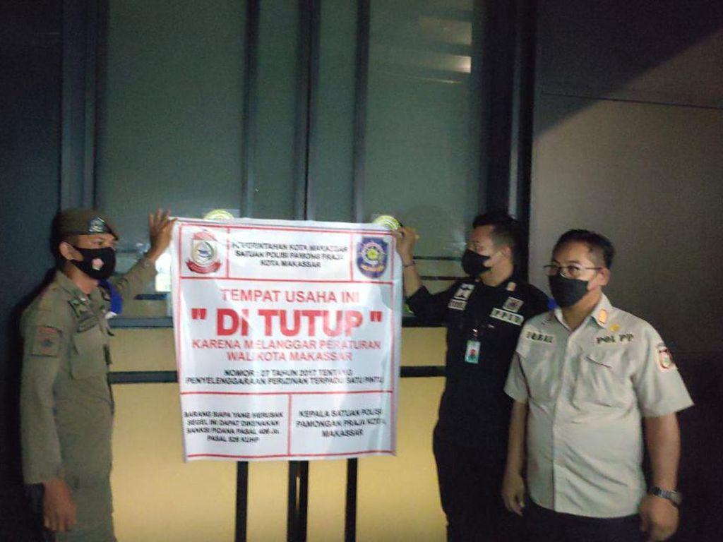 Langgar Prokes-Lawan PPKM, Petugas Cabut Izin dan Tutup THM Holywings Makassar