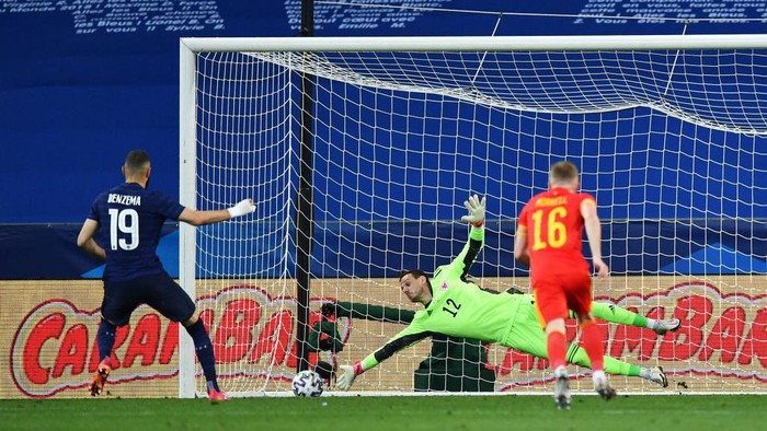 NICE, FRANCE - JUNE 02: Karim Benzema of France has a penalty saved by Danny Ward of Wales  during the international friendly match between France and Wales at Allianz Riviera on June 02, 2021 in Nice, France. (Photo by Valerio Pennicino/Getty Images)