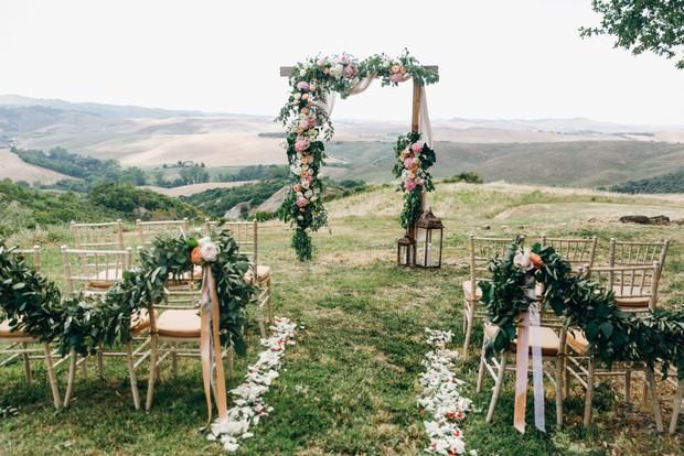 Konsep Pernikahan Outdoor / Sumber : freepik.com