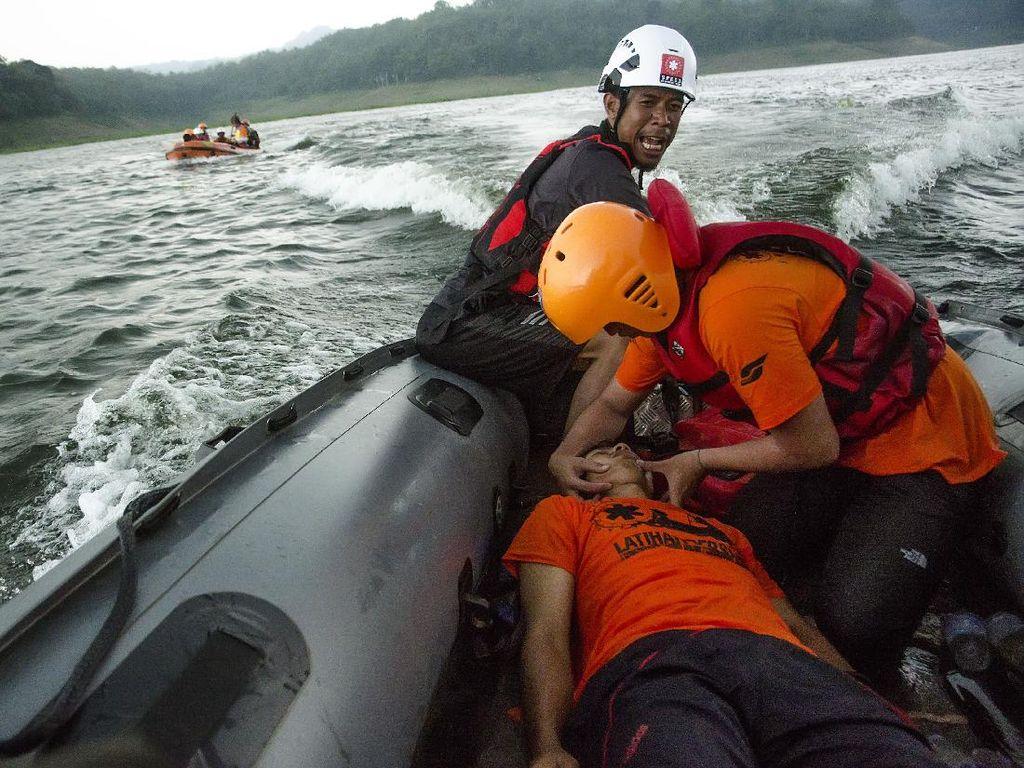 Menjadi Pahlawan Kemanusiaan di Perairan