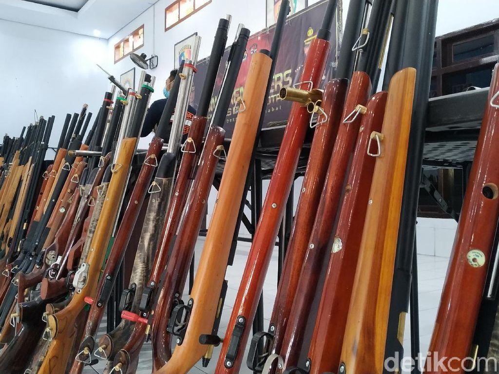 Polres Blitar Ungkap Industri Rumahan Senjata Ilegal