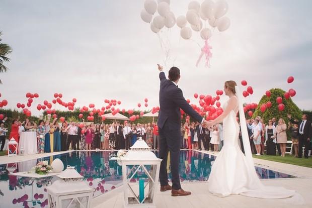 Suasana Pernikahan / sumber : unsplash.com