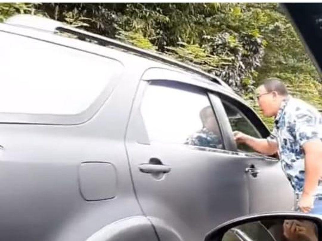 Urusan Rotator Berujung Cekcok Pengemudi Mobil di Jalan