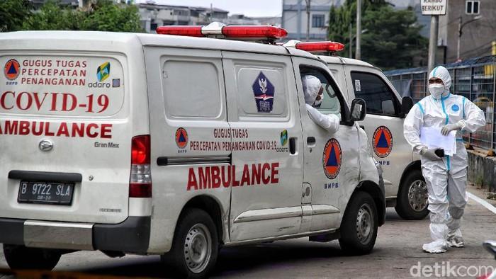 200 Pasien COVID Masuk Per Hari, Ambulans Antre di Wisma Atlet