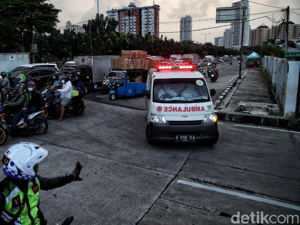 Duduk Perkara Ambulans Tertahan Saat Melintas Iringan Mobil Pejabat