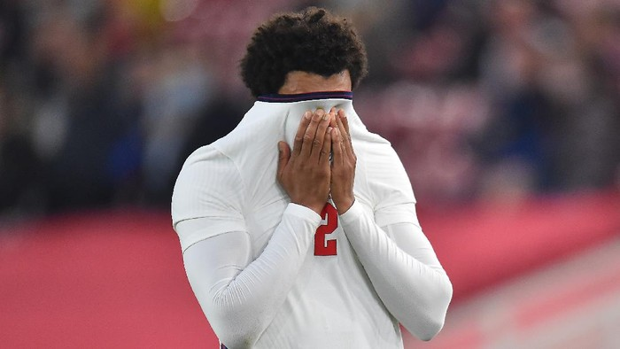 MIDDLESBROUGH, ENGLAND - JUNE 02: Trent Alexander-Arnold of England reacts after picking up an injury during the international friendly match between England and Austria at Riverside Stadium on June 02, 2021 in Middlesbrough, England. (Photo by Peter Powell - Pool/Getty Images)